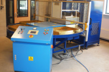HF welding machine with 4-station turntable system