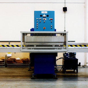 HF welding machine 15kW-50kN with side-to-side tray system